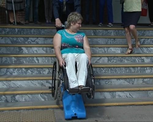 Условия для передвижения маломобильных граждан проверили депутаты регионального парламента
